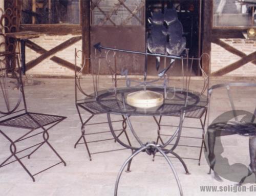 Chaise et table en fer forgé